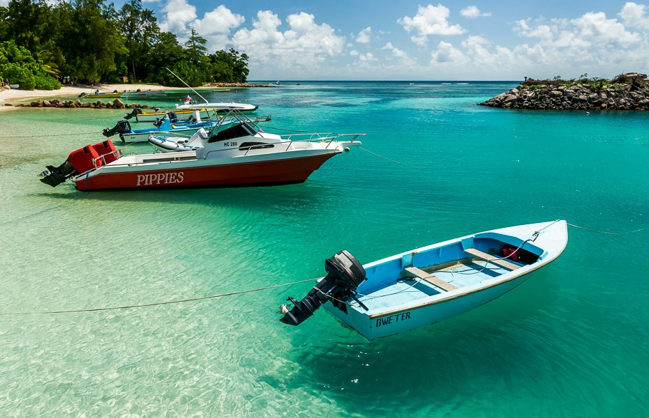 floating boats transparent water seychelles ferry port la digue