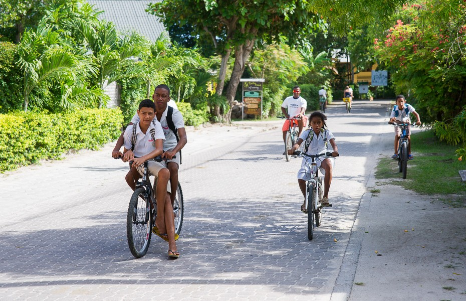 pupils bikes bicycles la digue transport car rent