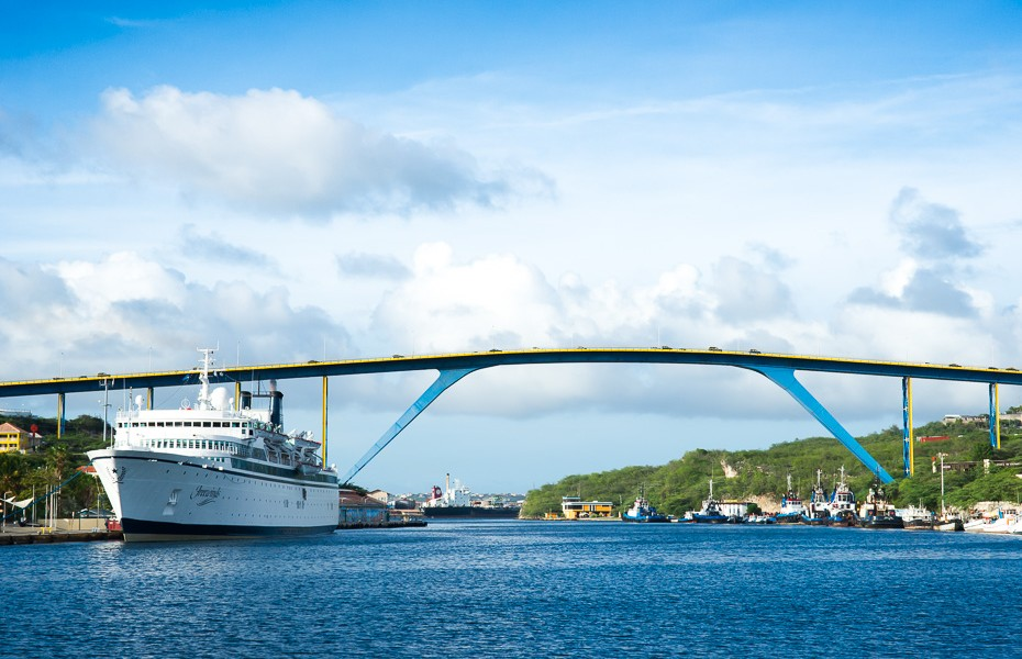 queen anna curacao bridge cruise