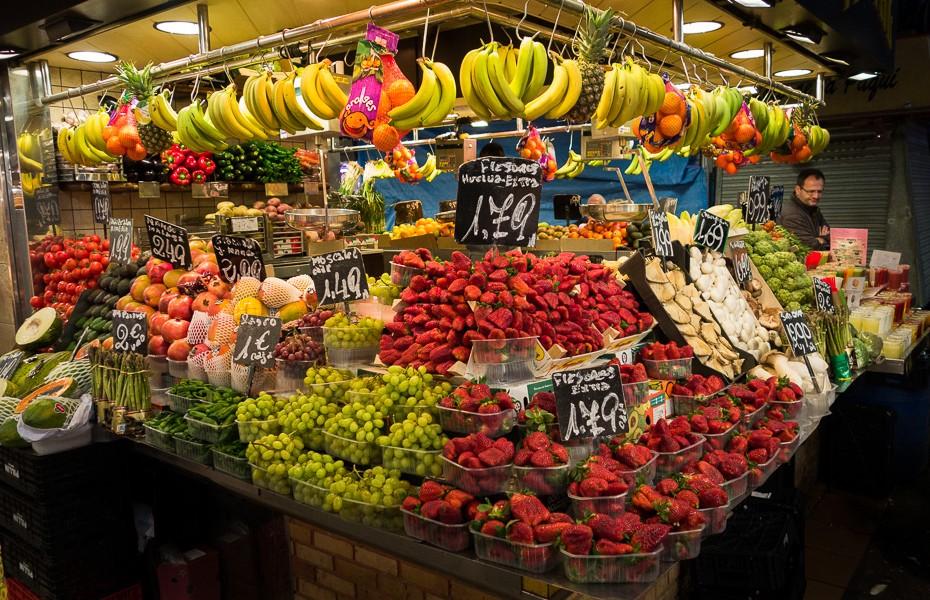 market rambla barcelona fresh fruit strawberry