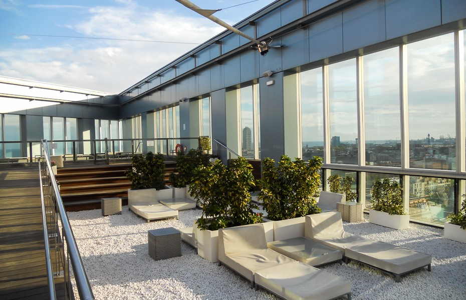 swimming pool rooftop bar hotel living apartments barcelona