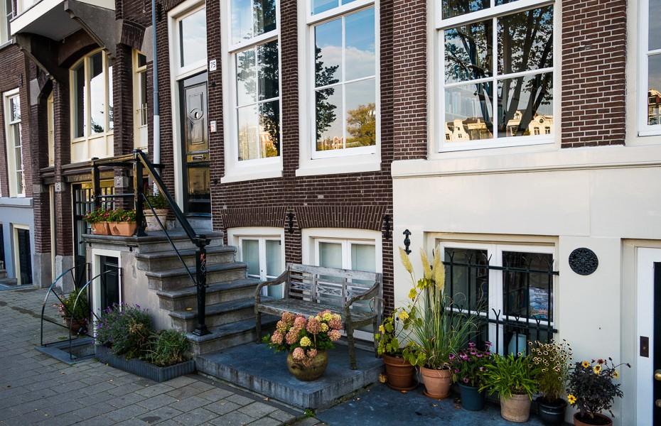 amsterdam houses flowerpots