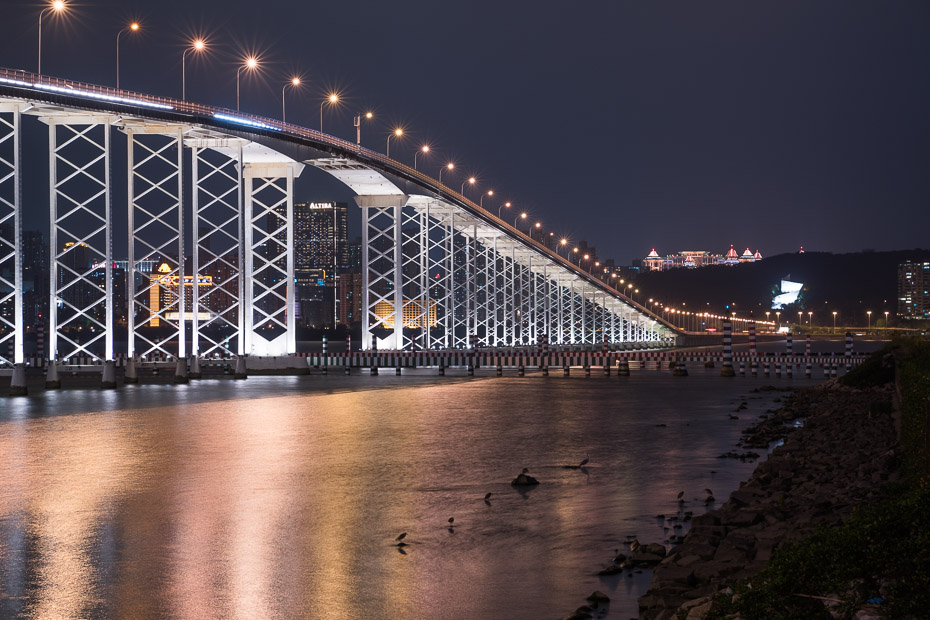 macau china bridge at night