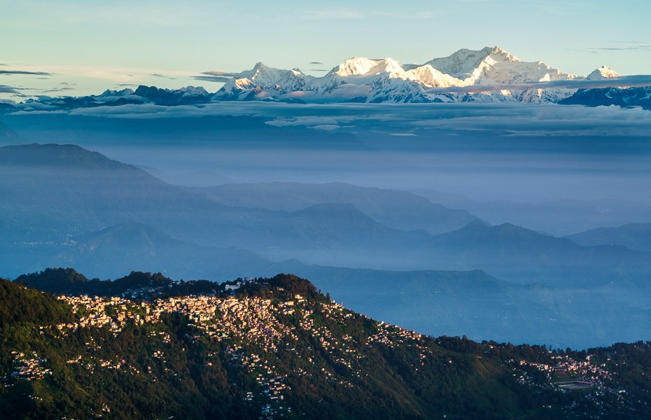 tiger hill sunrise kanchenjunga himalaya darjeeling west bengal india