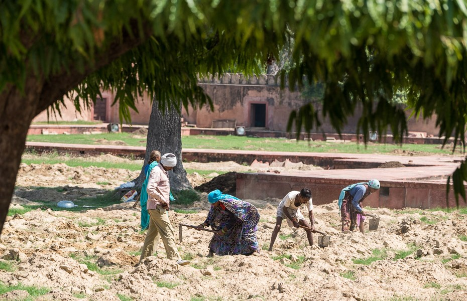 poverty workers india