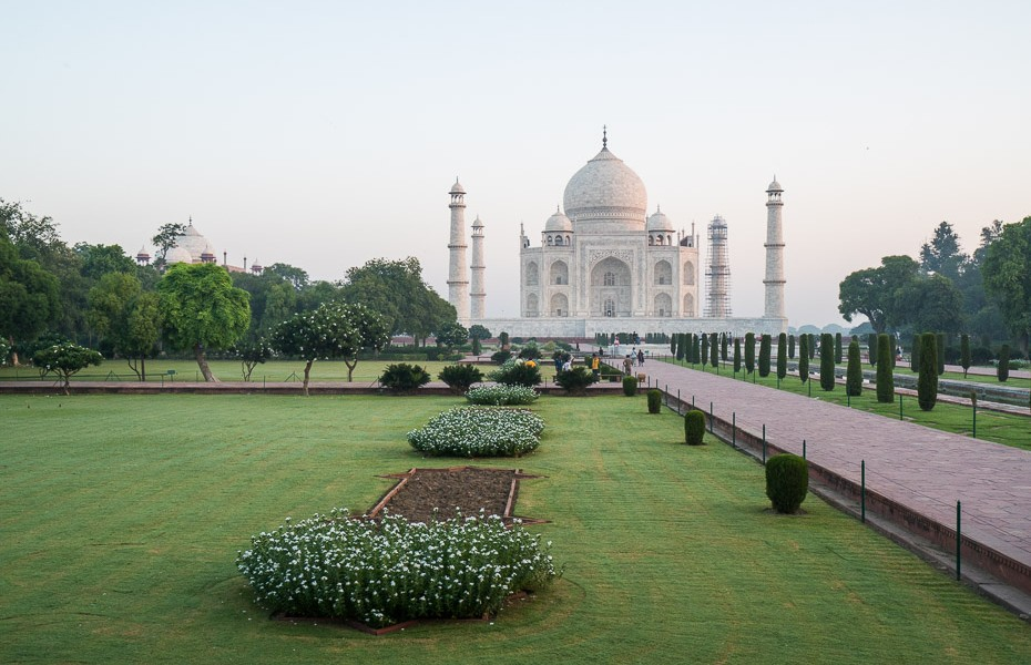 taj mahal before sunrise