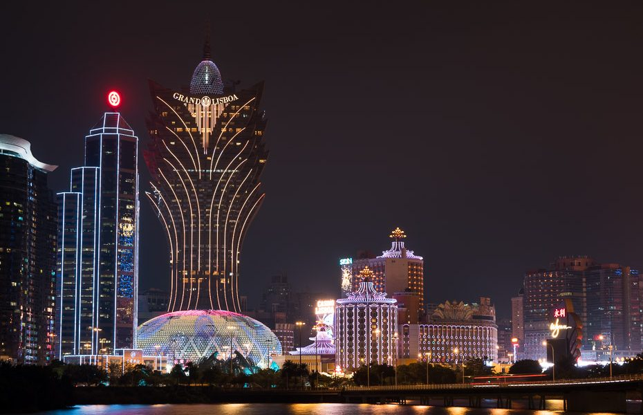 grand lisboa casino at night in macao