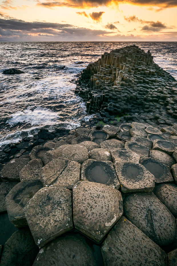 wonder of the world hexagonal column giants causeway