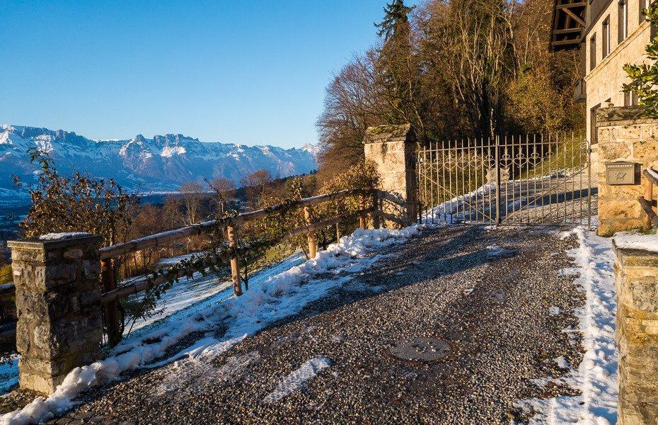 lihtensteina-pils-kalni-ziema-sniegs-slepot-privatmaja-princis-firsiste-930x600