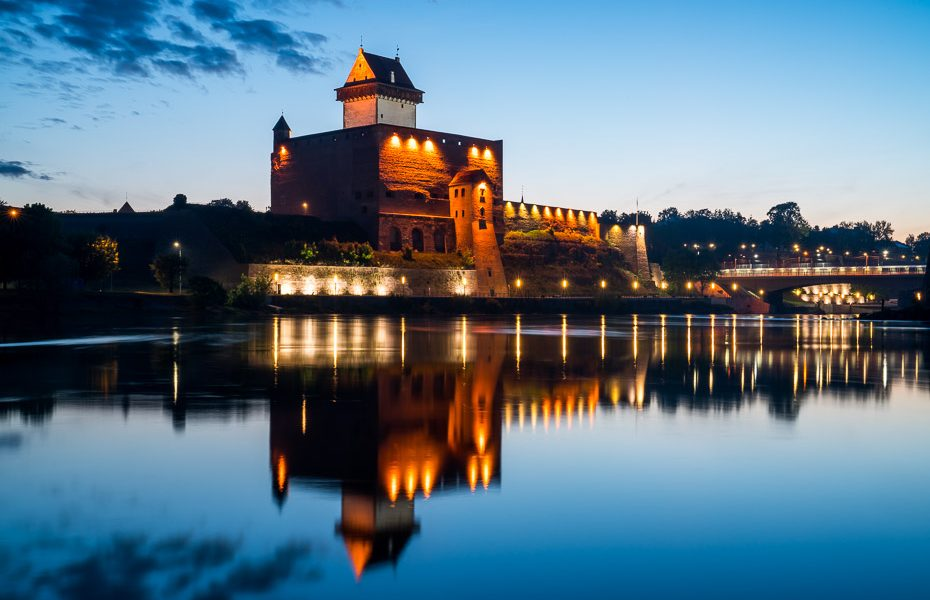 narva at night promenade