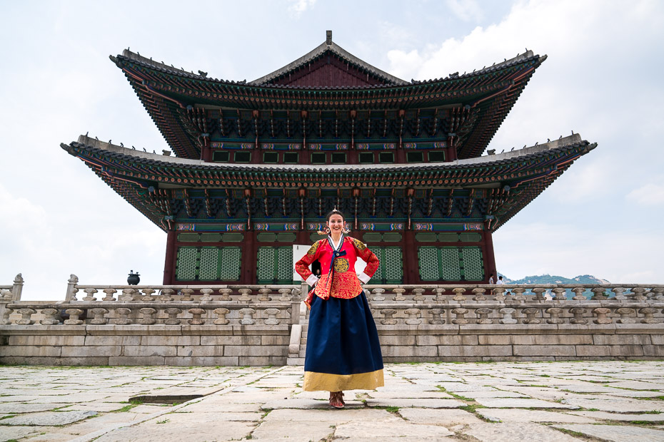 visiting Gyeongbokgung palace in korean dress