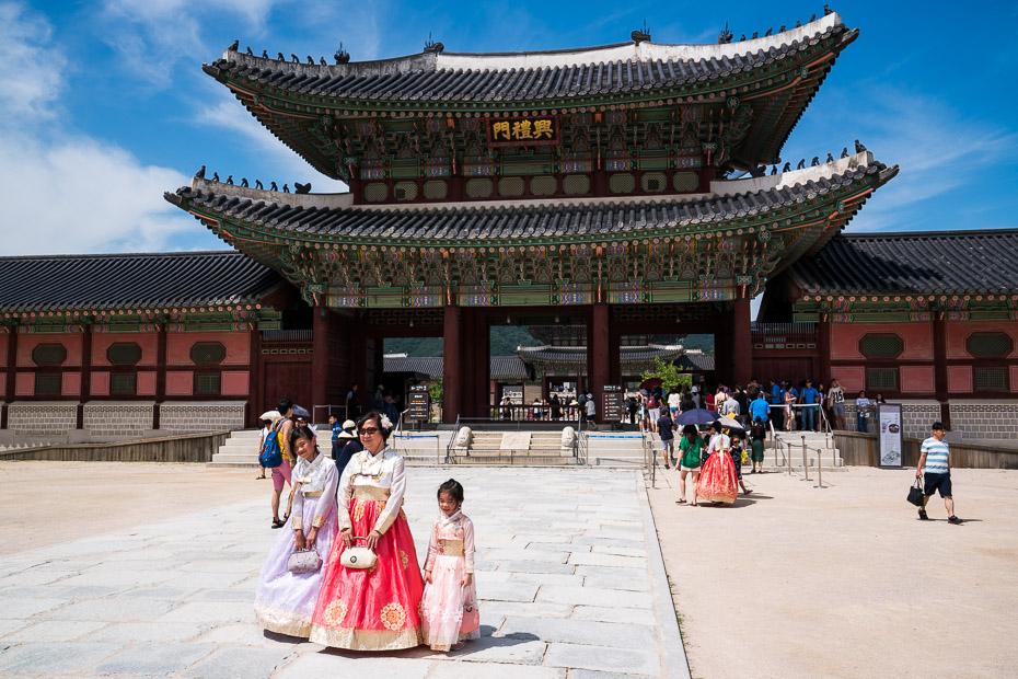 Gyeongbokgung palace seoul hanbok experience