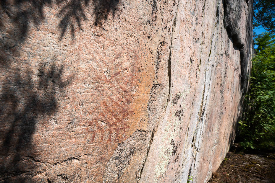 Vitträsk lake rock art drawings