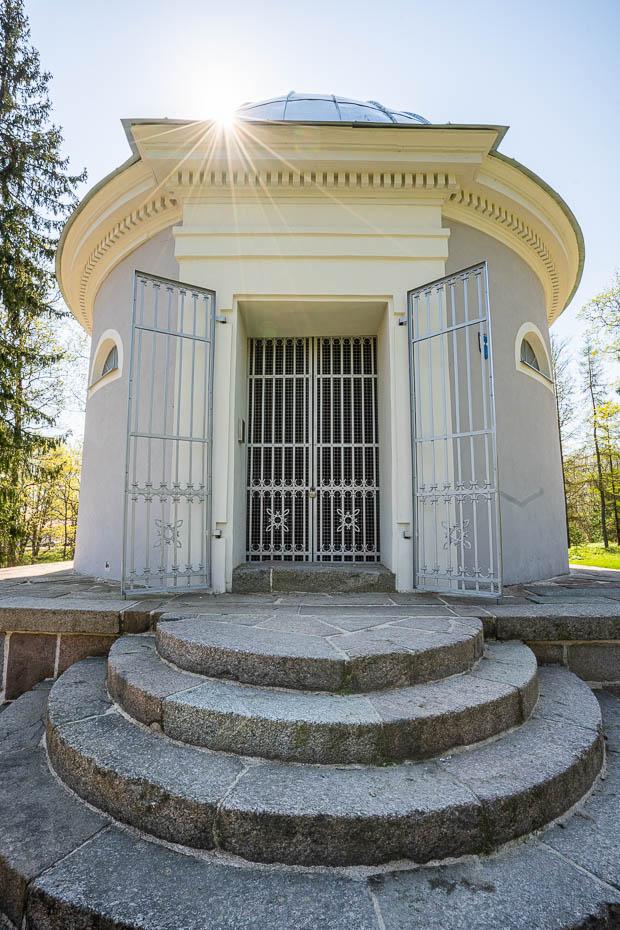 aluksne park mausoleum