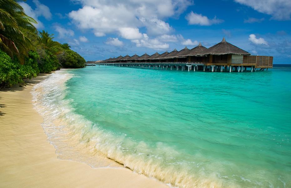 blue water transparent indian ocean paradise