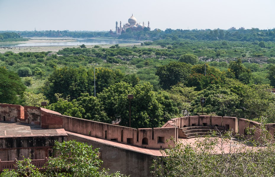 taj mahal river distance india agra fort