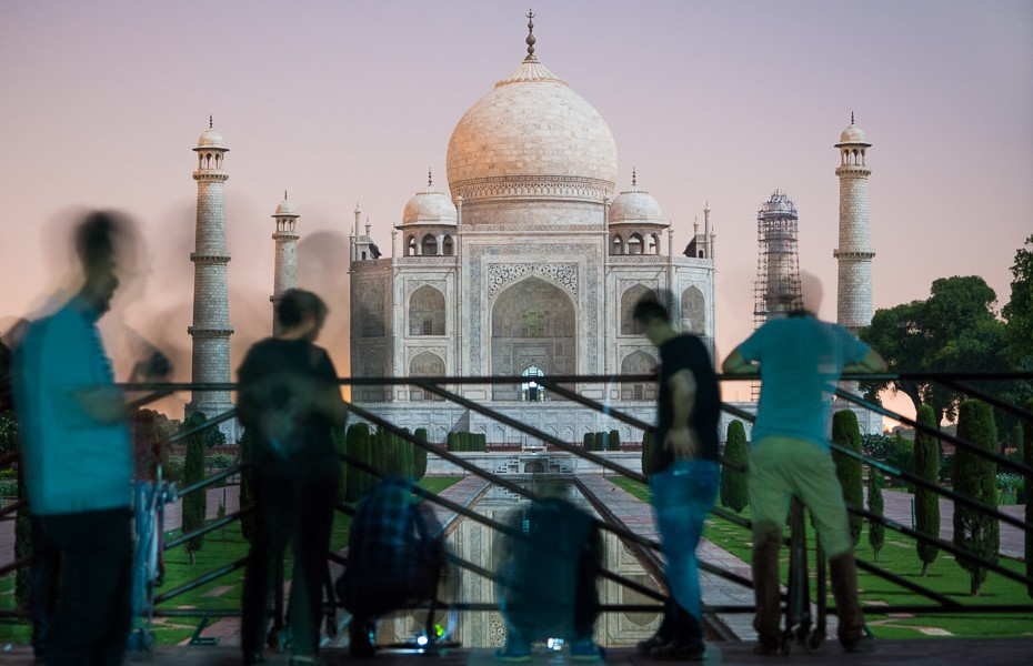 tourists india full moon tour