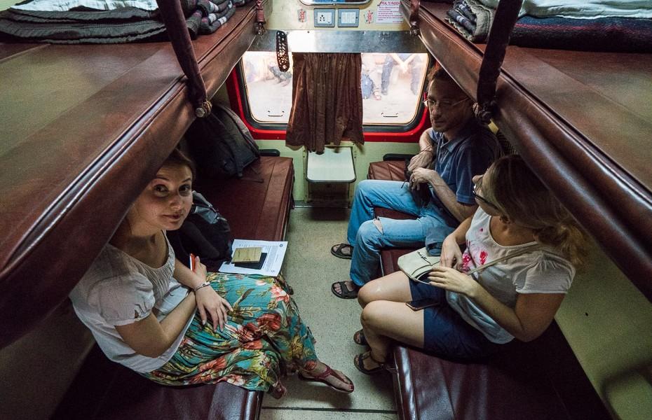 train agra sleeping car